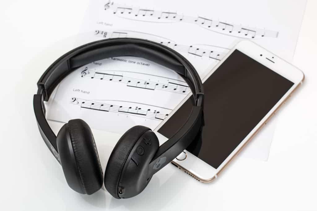 headphones-2789078_1920-1024×683-minのアイキャッチ画像