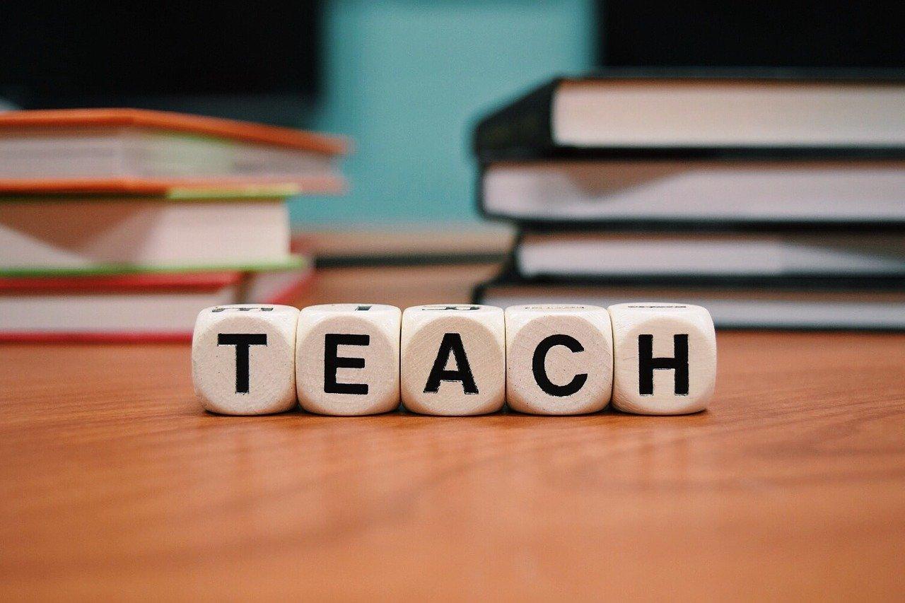 teach-1968076_1280のアイキャッチ画像
