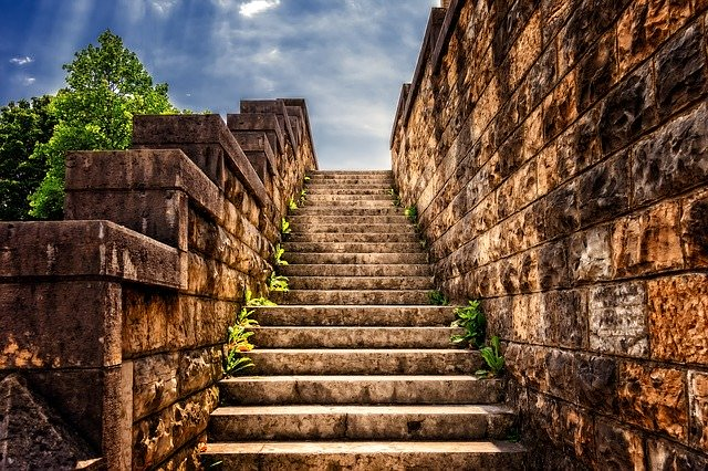 stairs-3614468_640のアイキャッチ画像